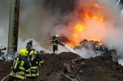 Požár vrakoviště u Kladna