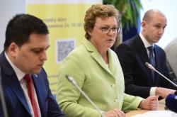Europoslanci výboru pro rozpočtovou kontrolu Zdechovský, Hohlmeierová a Rónai