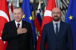 Turecký prezident Recep Tayyip Erdogan se šéfem Evropské rady Charlesem Michelem