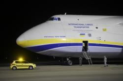 Ukrajinské letadlo Ruslan přivezlo zdravotnický materiál