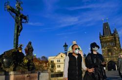 Turisté u Karlova mostu