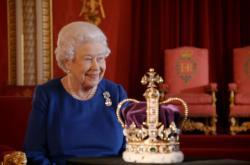 Z dokumentu Královnina korunovace (The Coronation)