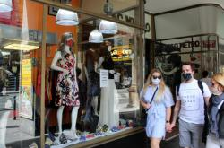 Výloha jednoho z pražských obchodů