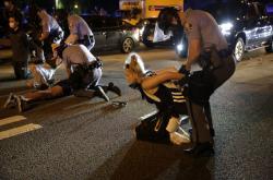 Policie zasahuje proti demonstrantům v Atlantě
