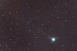 Snímek komety NEOWISE z 10. června 2020.