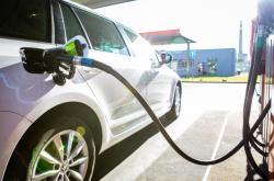 Tankování pohonných hmot u čerpací stanice