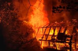 Požár budovy ve Vejprtech