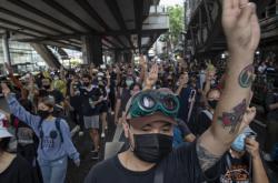 Prostesty v Bangkoku proti vládě a monarchii