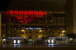 Světelná instalace Hlavu vzhůru na Nové scéně Národního divadla
