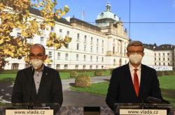Ministři Jan Blatný (za ANO) a Karel Havlíček (za ANO) po jednání vlády