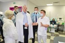 Alexander Lukašenko na návštěvě nemocnice
