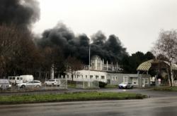 Požár skladovací haly v Kostelní ulici v Mostě