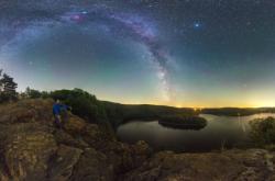 Vyhlížení Mléčné dráhy nad Sečskou přehradou