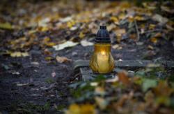 Svíčka na hrobě