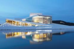 Vltavská filharmonie by mohla být propojena s vodou třeba jako opera v Oslu
