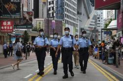 Hlídky policistů poblíž Victoria Parku v Hongkongu