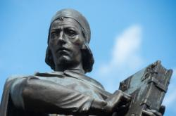 Detail sochy Jana Husa na náměstí v Husinci na Prachaticku