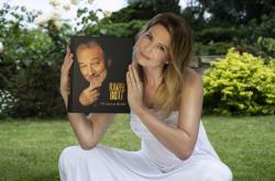 Ivana Gottová s autobiografií Karla Gotta
