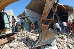 Záchranáři odstraňují trosky po zemětřesení na Haiti