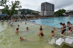 Rekonstruovaný bazén hotelu Thermal s vřídelní vodou