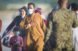 Evakuovaní lidé z Afghánistánu