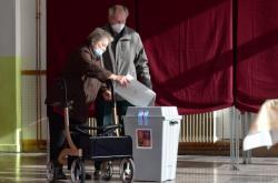 Lidé volili druhý den voleb do sněmovny v Tovačově na Přerovsku