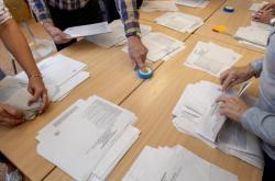 Volební místnost na ZŠ Štefcova v Hradci Králové po skončení sněmovních voleb