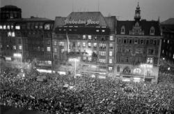 Václavské náměstí a Melantrich v listopadu 1989