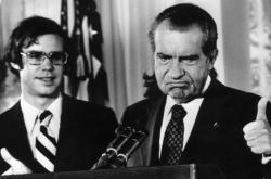 1974: Richard Nixon opouští Bílý dům