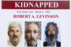 Plakát FBI o únosu Roberta A. Levinsona