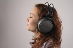 Poslech hudby se sluchátky