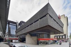 Soubor budov Transgasu na Vinohradské třídě je architektonický unikát a perla brutalismu. Hrozí mu však demolice.