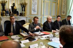 Macron při setkání bezpečnostní rady Francie