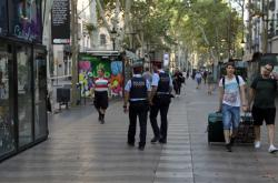 Policisté hlídkují na Las Ramblas