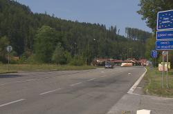 Příjezd k bývalé celnici ve Starém Hrozenkově