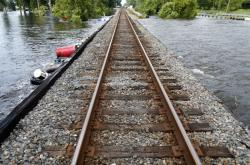 Zaplavené koleje v texaském Rose City