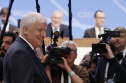 Horst Seehofer obhájil funkci předsedy CSU