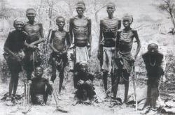 Hererové, kteří přežili genocidu (1907)