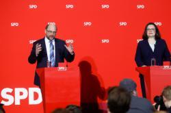 Martin Schulz a Andrea Nahlesová během tiskové konference