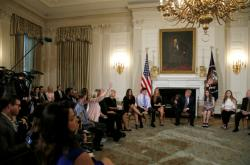 Debata o zbraních v Bílém domě