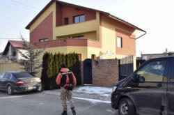 Slovenská policie před domem Vadaly v Trebišově