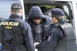 Soudce Ivan Elischer s policejní eskortou