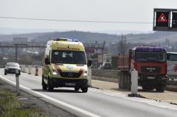 Záchranná služba projíždí rekonstruovaným úsekem D1