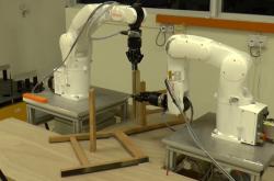 Roboti sestavující nábytek