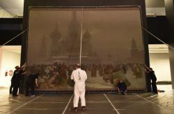 Instalace Slovanské epopeje na brněnském Výstavišti