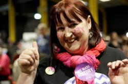 Aktivisté v Dublinu oslavují předběžné výsledky referenda o potratech