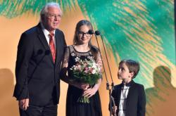 Jaromír Hanzlík s vnoučaty