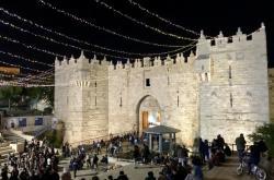 Damašská brána, kterou se chodí do Starého města v Jeruzalémě