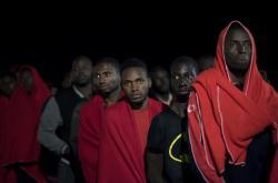 Migranti v přístavu