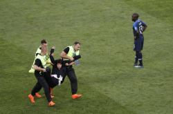 Finále MS ve fotbale narušila akce Pussy Riot